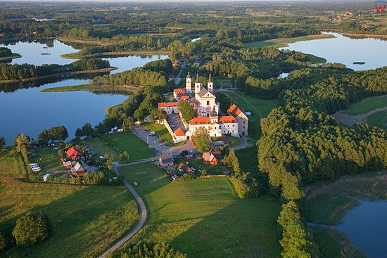 Lotnicze, Pl, Podlaskie. Klasztor Kamedulow nad jeziorem Wigry.