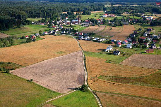 Lotnicze, EU, PL, Pomorskie. Kaszubski Park Krajobrazowy. Panorama na wies Szymbark.
