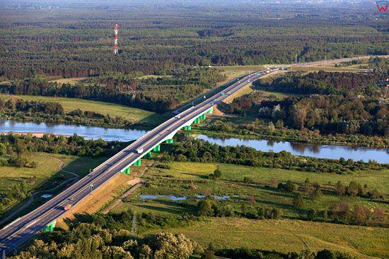Most na Bugu pod Wyszkowem. Obwodnica miasta, droga E67, S8. EU, PL, Mazowieckie. LOTNICZE.