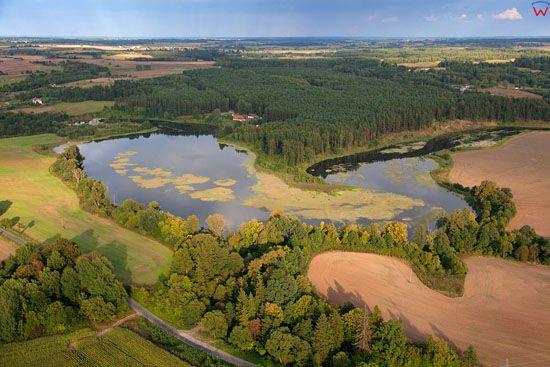 Rozlewisko rzeki Lyna, przed elektrownia wodna na wysokosci Koniewa. EU, Pl, warm-maz. LOTNICZE.