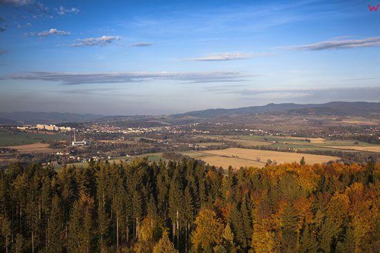 Sudety, gora Czerwoniak z panorama na Klodzko. EU, Pl, Dolnoslaskie. Lotnicze.