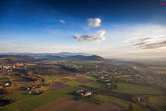 Krosnowice, panorama na miejscowosc od strony NW. EU, Pl, Dolnoslaskie. Lotnicze.
