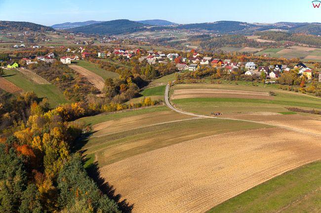 Beskid Wyspowy, okolica wsi Osowie. EU, Pl, Malopolskie. Lotnicze.