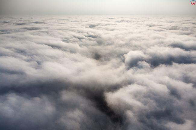 Chmury, 600 metrow nad ziemia 11.09.2016 r.. EU, PL, Warm-Maz. Lotnicze.