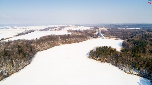 Jezioro Pierzchalskie w zimowej scenerii. EU, PL, Warm-maz. Lotnicze.
