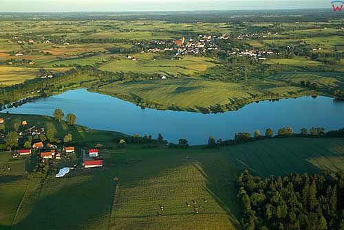 Lotnicze. Jezioro Pierscien. Widoczna miejscowosc Tłokowo i w glebi Jeziorany.