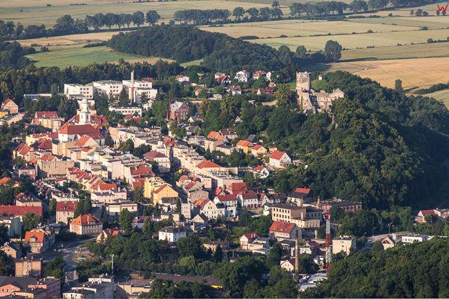 Bolkow, panorama na miasto od strony NNE. EU, PL, Dolnoslaskie. Lotnicze.