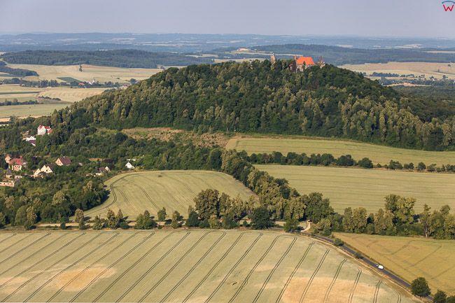 Zamek i Gora Grodziec. EU, PL, Dolnoslaskie. Lotnicze.