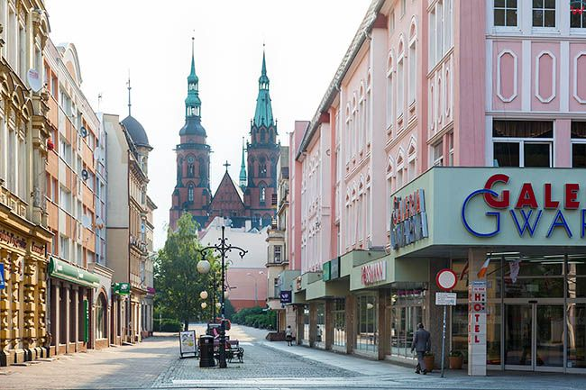 Legnica, panorama ulicy Zlotoryjskiej. EU, Pl, Dolnoslaskie.