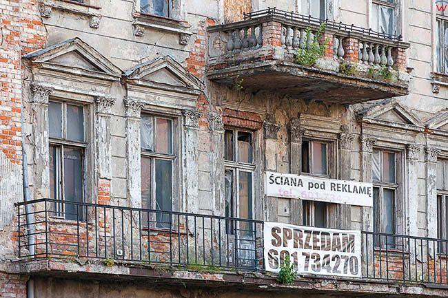 Legnica, elewacja kamienicy przy ulicy Fryderyka Skarbka. EU, Pl, Dolnoslaskie.