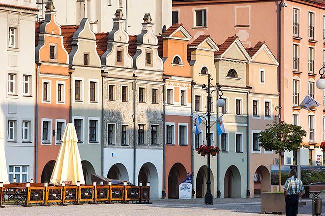 Legnica, kamienice przy Rynku. EU, Pl, Dolnoslaskie.