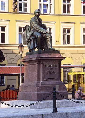 Pomnik Aleksandra Fredry na starówce wrocławskiej