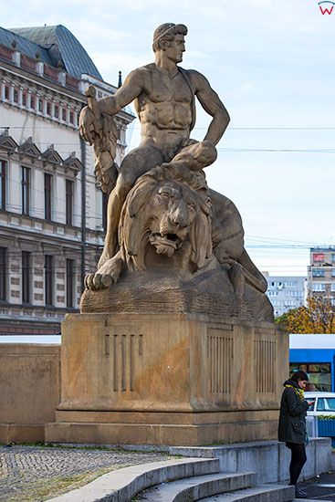 Wroclaw, rzezby przy Fontannie Walki i Zwyciestwa (Bismarcka) na ulicy Jana Pawla II. EU, PL, Dolnoslaskie.