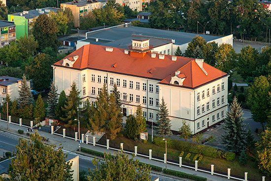 Brodnica, Budynek Liceum Ogolnoksztalcacego. EU, PL, Pomorskie. Lotnicze.