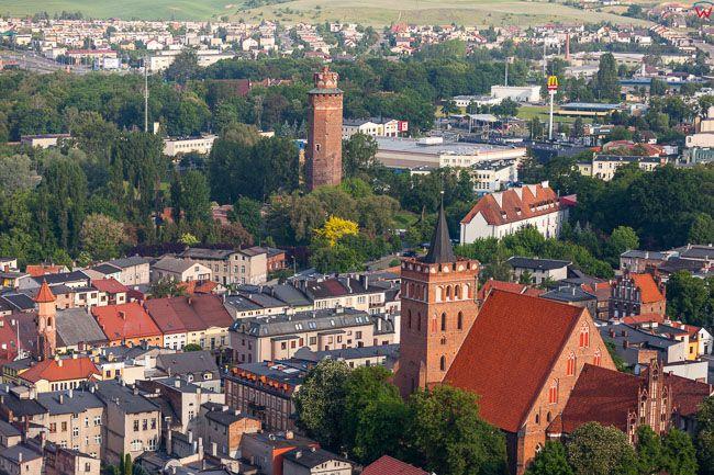 Brodnica, centrum miasta z kosciolem farnym. EU, PL, Kujaw-Pom. Lotnicze.