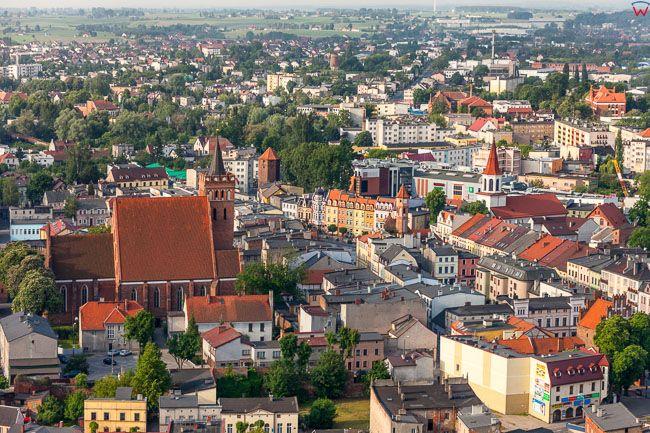 Brodnica, panorama na centrum - Duzy rynek przez fare. EU, PL, Kujaw-Pom. Lotnicze.