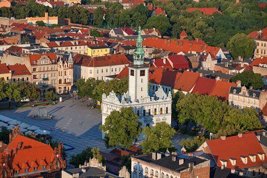 Chelmno - ratusz i kamienice starego miasta. EU, PL, Kujawsko-Pomorskie. LOTNICZE.