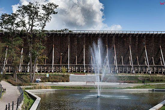 Ciechocinek, fontanna w parku tezniowym. EU, PL, Kujawsko-Pomorskie.