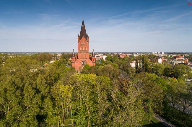 Inowroclaw, panorama na kosciol Zwiastowania. EU, Pl, Kujawsko - Pomorskie. Lotnicze.