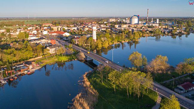 Kruszwica, most nad jeziorem Goplo. EU, PL, kujawsko - pomorskie. Lotnicze.