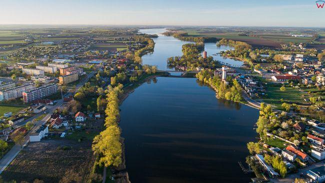 Kruszwica, jezioro Goplo. EU, PL, kujawsko - pomorskie. Lotnicze.