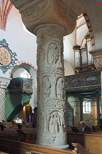 Strzelno, kolumny romańskie w kościele Trójcy Świętej