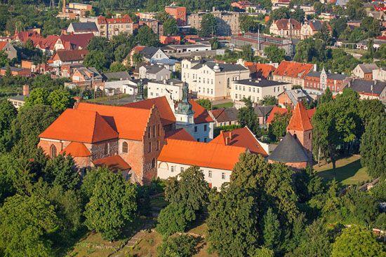 Strzelno. Kosciol SW. Trojcy i Rotunda SW. Prokopa. EU, Pl, Kujawsko-Pomorskie. LOTNICZE.