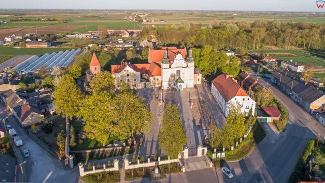 Strzelno, Kosciol Swietej Trojcy i Rotunda Prokopa. EU, PL, kujawsko - pomorskie. Lotnicze.