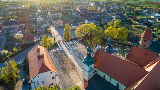 Strzelno, panorama na miasto przez Kosciol Trojcy Swietej. EU, PL, kujawsko - pomorskie. Lotnicze.