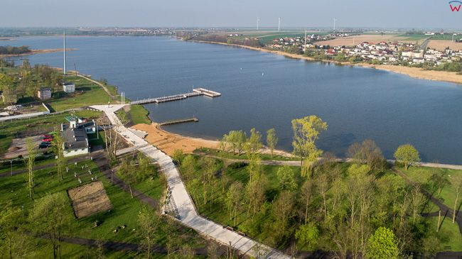 Znin, jezioro Male Zninskie. EU, PL, kujawsko - pomorskie. Lotnicze.