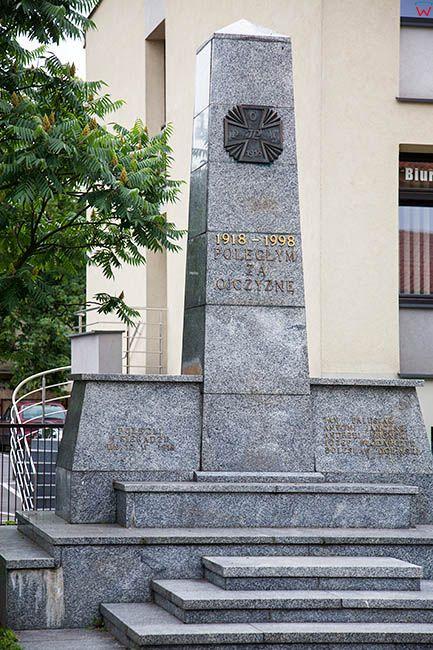 Sieradz, Pomnik Poleglym za Ojczyzne przy ul. Kosciuszki. EU, Pl, Lodzkie.