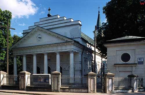 Kościół klasycystyczny w Kocku