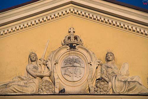 Lubelskie. Lublin, herbarz na fasadzie Trybunalu.