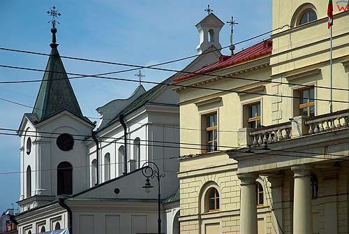 Lubelskie. Lublin, kosciol sw. Ducha i ratusz.