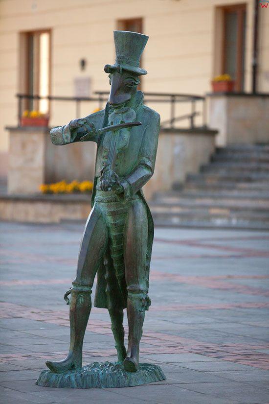 Szczebrzeszyn nowy Pomnik ChrzÄ…szcza na Placu Tadeusza Kosciuszki. EU, Pl, Lubelskie.