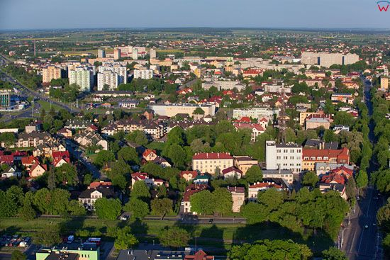 Zamosc - panorama na wschodnia czesc nowego miasta. EU, PL, Lubelskie. LOTNICZE.