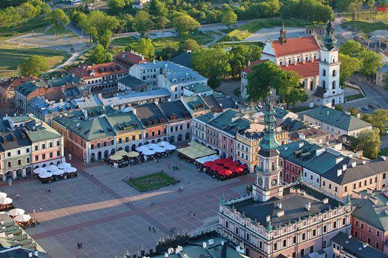 Zamosc - panorama na Rynek Wielki i Ratusz. EU, PL, Lubelskie. LOTNICZE.