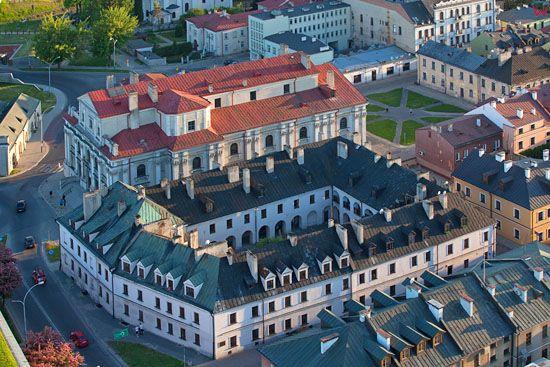 Zamosc - kosciol i kamienice przy ul. Lukasinskiego. EU, PL, Lubelskie. LOTNICZE.