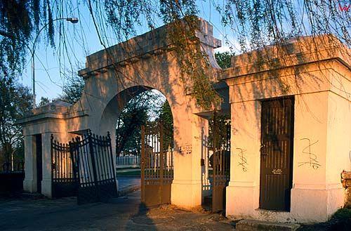 Zamość brama w parku