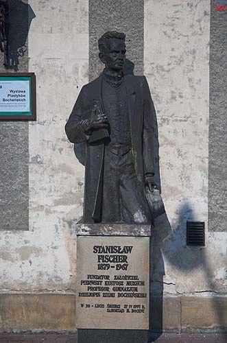 Bochnia, pomnik Stanisława Fishera na rynku