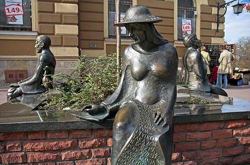 Tarnów. Rzeźby na deptaku