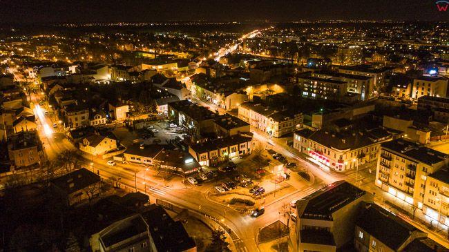 Piaseczno, lotnicza, nocna panorama miasta. EU, PL, mazowieckie. Lotnicze.