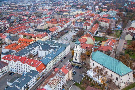 Plock, panorama na ratusz i rynek staromiejski. EU, Pl, Mazowieckie. LOTNICZE.