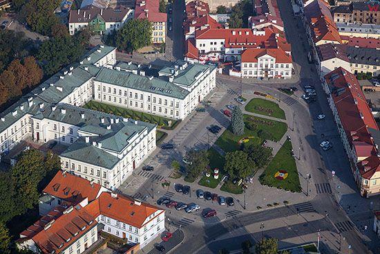 Plock, Budynek Sadu Okregowego przy Placu Gabriela Narutowicza. EU, PL, Mazowieckie. Lotnicze.
