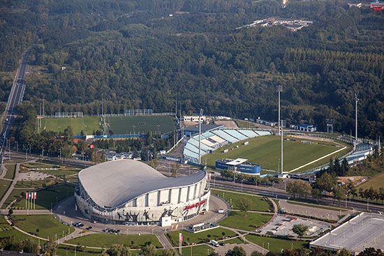 Plock, Kompleks Sportowy Orlen Arena i boisko. EU, PL, Mazowieckie. Lotnicze.
