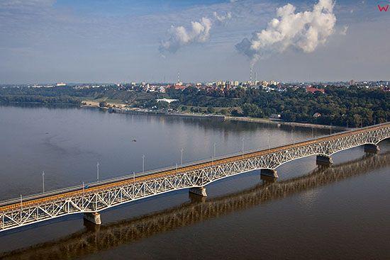 Plock, panorama na miasto przez Most Legionow Jozefa Pilsudskiego. EU, PL, Mazowieckie. Lotnicze.