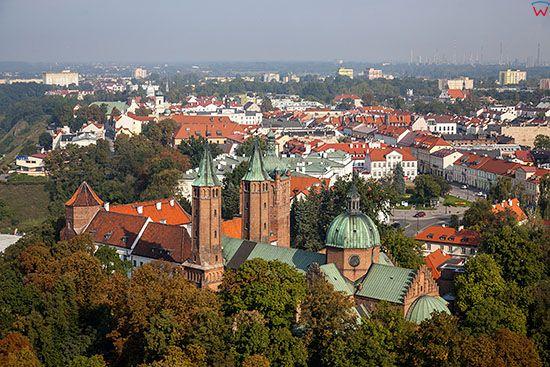 Plock, dawne Opactwo Benedyktynskie i Bazylika Katedralna NMP. EU, PL, Mazowieckie. Lotnicze.