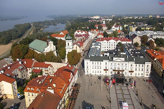 Plock, Rynek Starego Miasta z Ratuszem. EU, PL, Mazowieckie. Lotnicze.