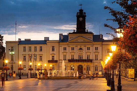 Plock, Stary Rynek w wieczorowej luminacji. EU, PL, Mazowieckie.