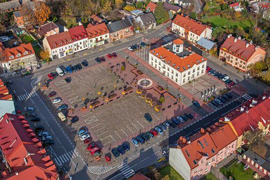 Serock, rynek miasta z ratuszem. EU, PL, Mazowieckie. LOTNICZE.